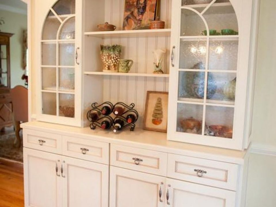 Reasons Of Installing Mirror Cabinets Would Help In More Storage